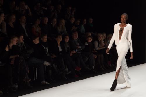 julia_kiecksee_mercedes_benz_fashion_week_irina_schrotter_02_coultique