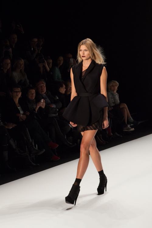 julia_kiecksee_mercedes_benz_fashion_week_irina_schrotter_07_coultique