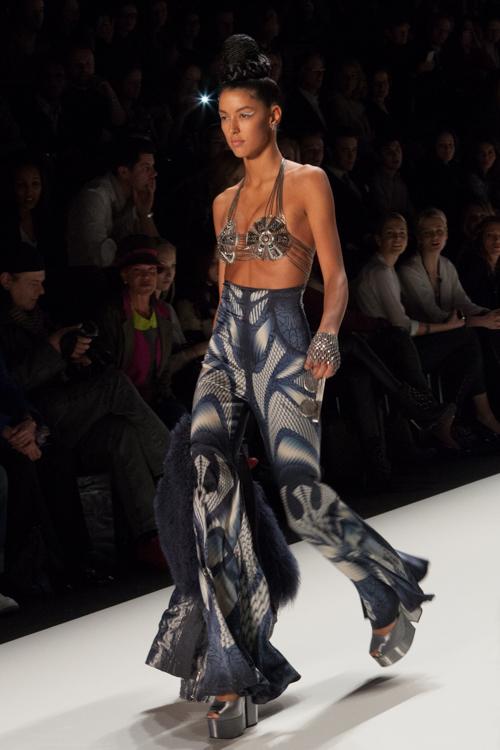 julia_kiecksee_mercedes_benz_fashion_week_miranda konstantinidou_03_coultique