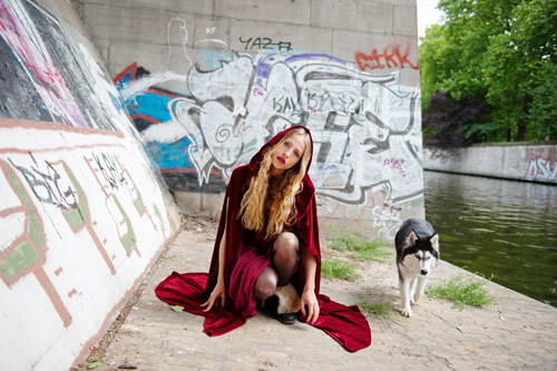 ava_pivot_fashion_meets_the_red_riding_hood_09_coultique