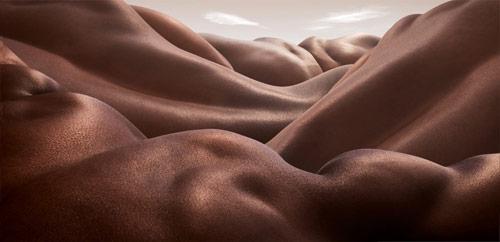 carl_warner_body_landscapes_desert_of_backs_coultique