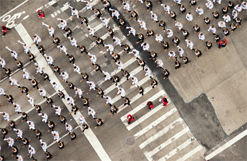 navid_baraty_intersection_macys_day_parade_02_coultique