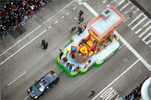 navid_baraty_intersection_macys_day_parade_11_coultique