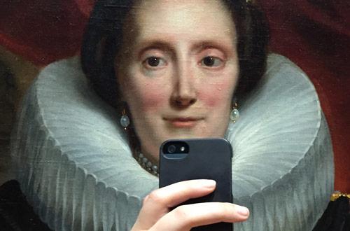 olivia_muus_museum_historical_portrait_selfie_front_coultique