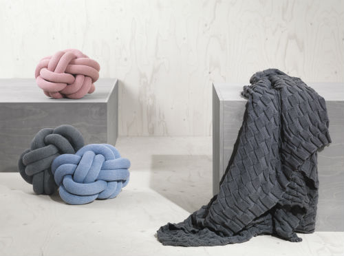ragnheidur_oesp_sigurdardottir_knot_cushion_03_coultique
