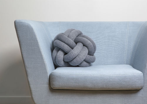 ragnheidur_oesp_sigurdardottir_knot_cushion_04_coultique