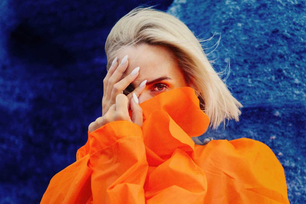 Ina Wroldsen – Kissing Tutorial und wir werden das Kopfkino nicht mehr los